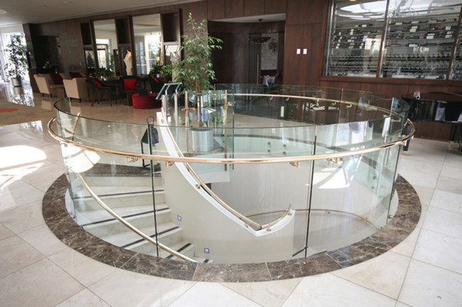low Iron Curved Glass Railing