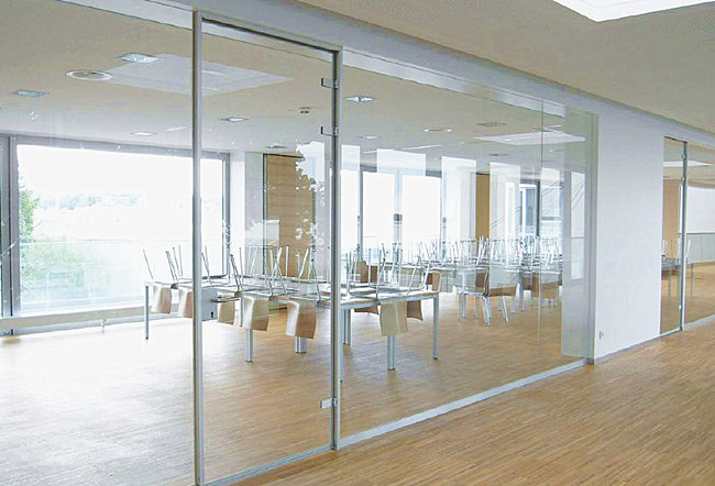 12mm low iron tempered glass partition: