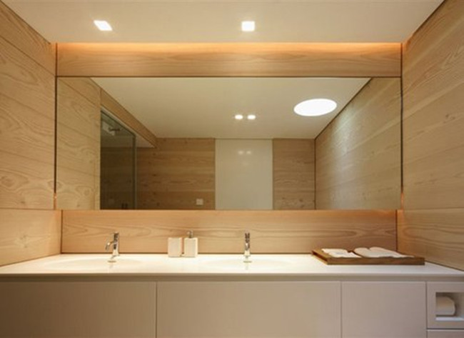 Copper free bathroom mirror