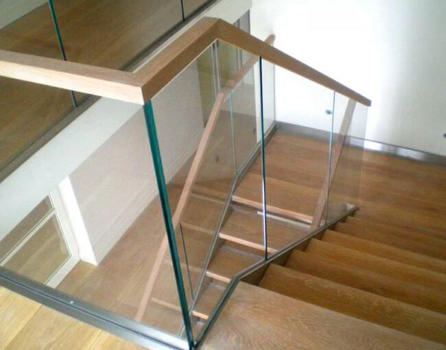 Wooden Frame Tempered Glass Balustrade