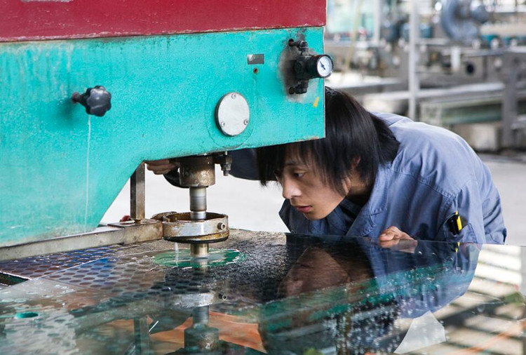 drill holes laminated glass