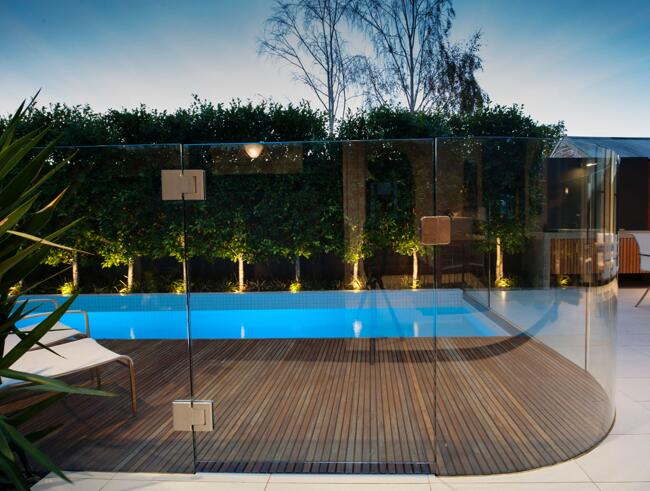 curved tempered glass pool fence
