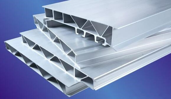 Steel in profile for insulating glass