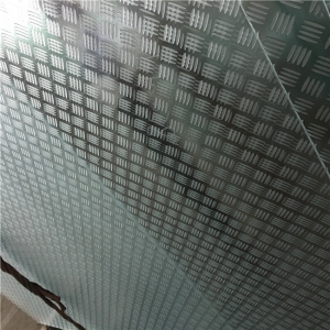 Anti-slip safety laminated glass for structural stair treads and flooring