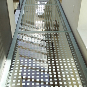 China high quality 17.52mm 21.52mm 31.52mm Silk screen printed Non-Slip glass floor manufacturers