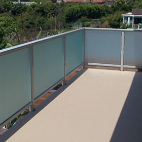 China 10mm acid-etched frosted glass balustrade supplier,safety railing glass manufacturer in China factory