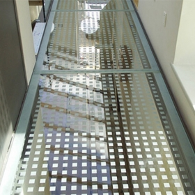 China China high quality 17.52mm 21.52mm 31.52mm Silk screen printed Non-Slip glass floor manufacturers factory