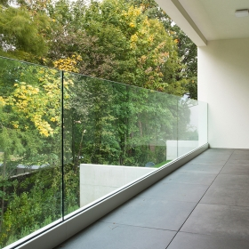 China Floor mounted Aluminium U channel glass balcony railing, frameless glass balustrade factory