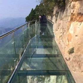 China SGCC CE certificated high quality structural floor glass safety clear translucent frosted slip proof anti slip tempered double or triple laminated glass walkway price factory